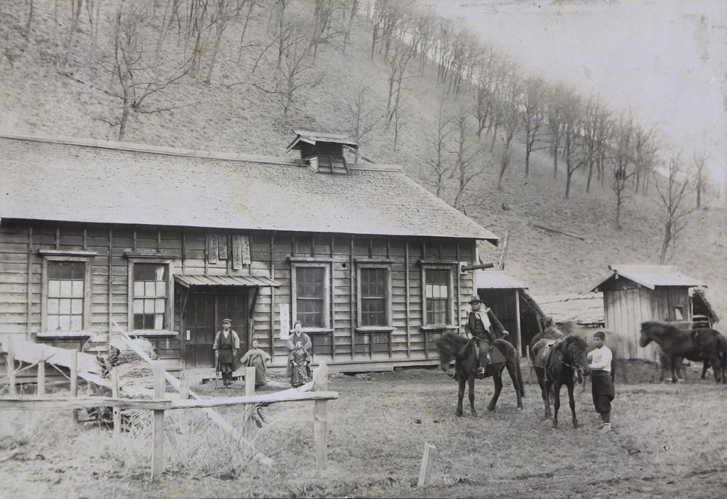 ②キトヰ駅逓所 1907(明治40)年頃撮影